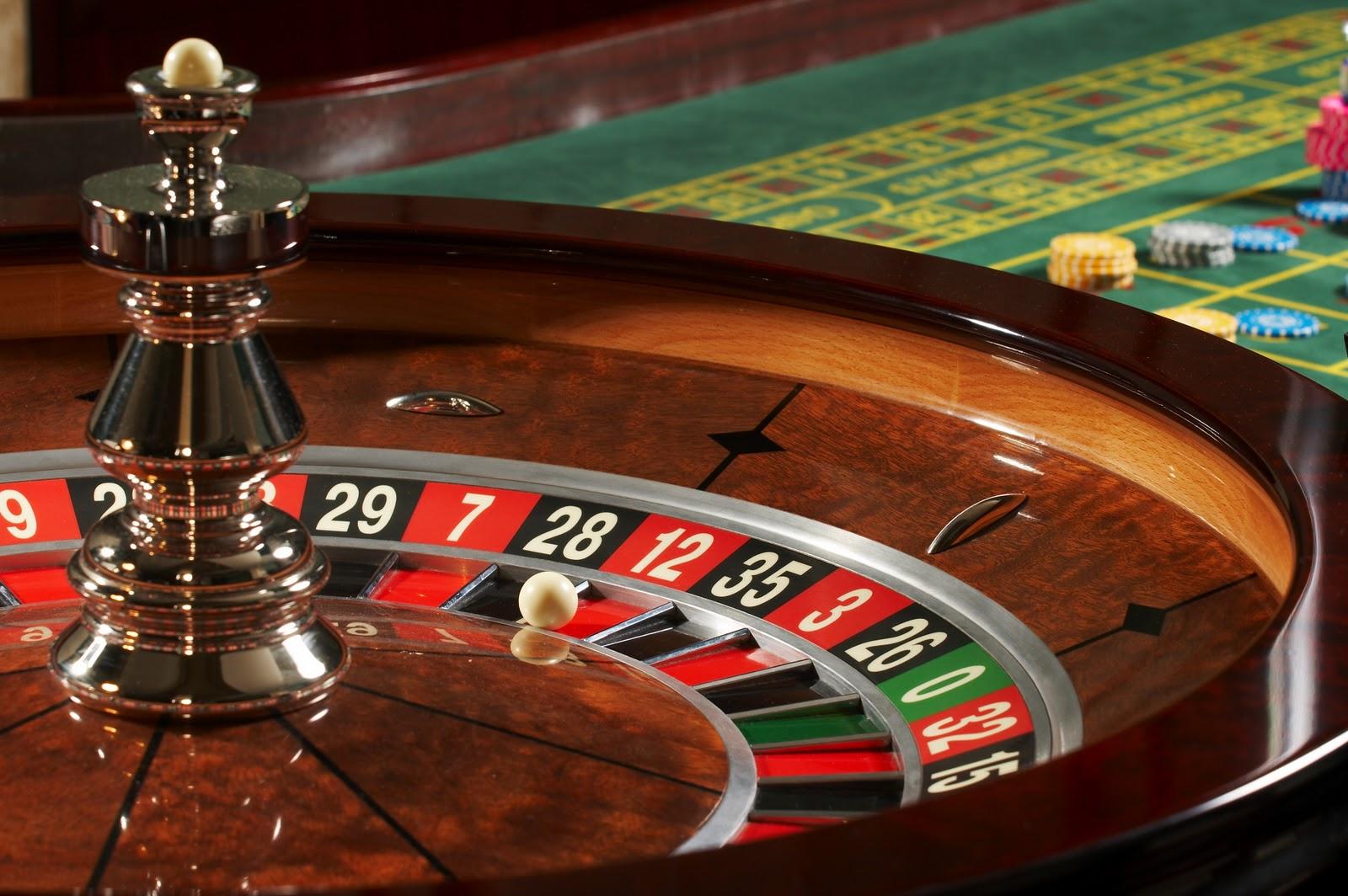 Pour ceux qui aiment le casino :  royaljeux.com